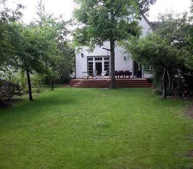 Familiendomizil im Grünen, mit viel Platz und einem großen Garten