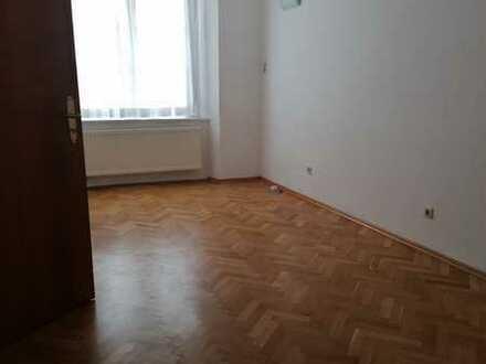 Innenstadtwohnung mit 3,5 Zimmern, Balkon u EBK in Überlingen