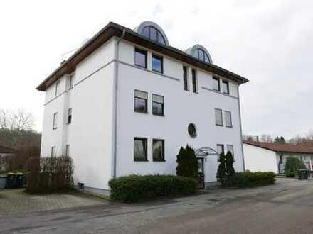 Gepflegte 2-Zimmer-Erdgeschoss-Wohnung mit schöner Terrasse, Tiefgaragenstellplatz und Keller
