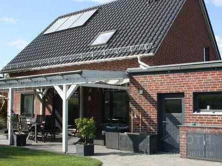Exclusives Einfamilienhaus mit Garten, Pool und Carport mit 2 Stellplätzen