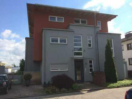 Stilvolle, geräumige und neuwertige 3 1/2-Zimmer-Penthouse-Wohnung mit Terasse in Götzenhain