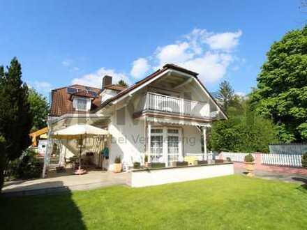 Stilvolles 12-Zi.-EFH mit Einliegerwohnung und großem Garten in München-Aubing!