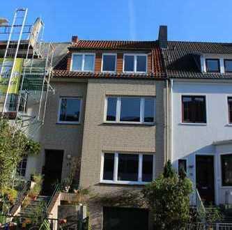 Schwachhausen! Bevorzugte Lage Nähe Bürgerpark: 3 Zimmer-Whg + Balkon in traumhafter Gartenlage