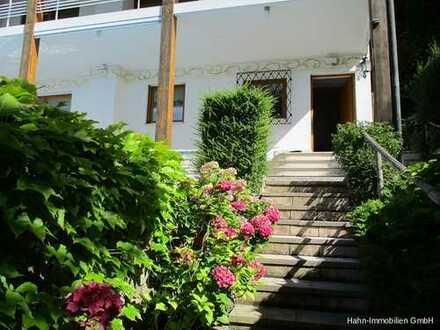 Residenz mit Wohlfühlcharakter! Villa mit Stil. Aussicht, ruhige Einzellage, großer Pool.