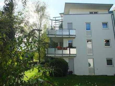 Stilvolle, gepflegte 2-Zimmer-Wohnung mit Balkon und EBK in Metzingen für Senioren ab 60. Jahre