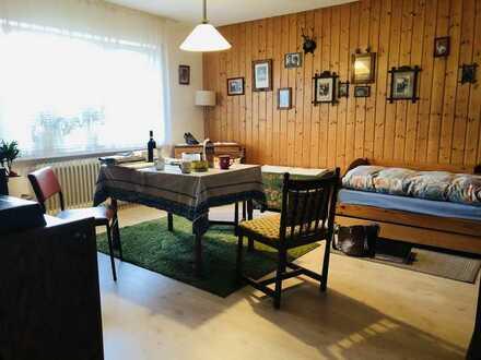 Charmante und grosse 2 Zimmer Wohnung mit schönem Garten