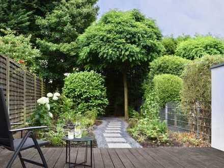 Bunter Garten: Schöne 2 Zimmer-Wohnung mit Garten von privat.