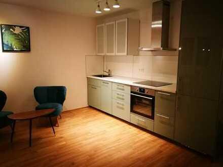 Erstbezug: ansprechende 2-Zimmer-Wohnung mit Einbauküche und Loggia in Moosach, München