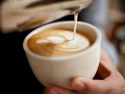 Sitzen, quatschen, Kaffee trinken… Ein Café mit Vollküche