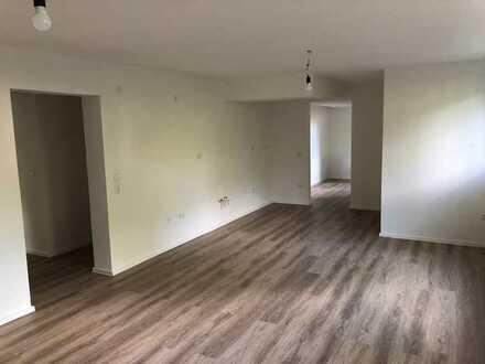 Neuwertige 3-Raum-Wohnung mit Balkon und Einbauküche in Gärtringen