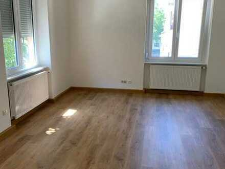 Schöne sanierte Altbau-Wohnung mit drei Zimmern, Einbauküche und Loggia in Pforzheim