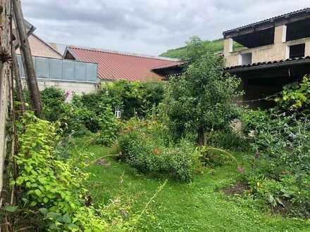 Im beliebten Kaiserstuhl zu Hause! Vor 1900 gebautes EFH mit viel Potenzial & traumhaftem Garten