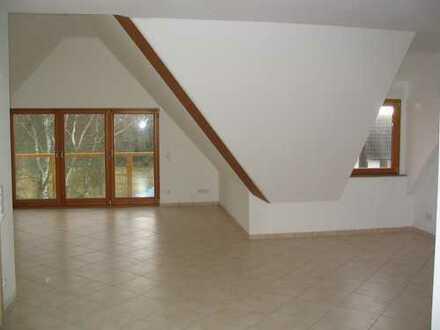 Schöne 4 Zimmer DG-Wohnung in Altenstadt