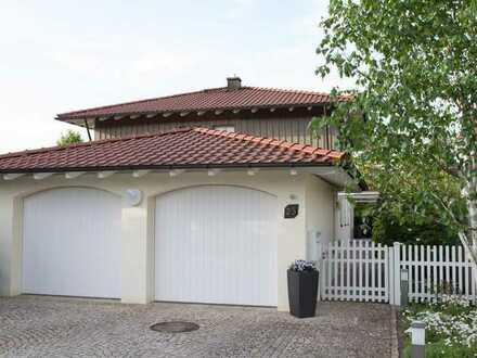 Vollständig renovierte Doppelhaushälfte mit drei Zimmern und EBK in Beiersdorf, Coburg