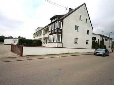 Gut geschnittene, gepflegte 3-Zi.-Whg. in ruhiger Lage mit Wintergarten und Garage in Nordendorf.
