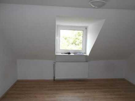 Schöne Single- oder Studentenwohnung im Dachgeschoss zu vermieten!