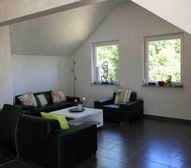 Neuwertige 5-Zimmer-Dachgeschosswohnung mit Balkon und EBK in Schwarzwald-Baar-Kreis