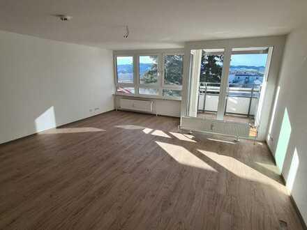 Modernes Apartment mit Balkon und neuer Einbauküche, Erstbezug nach Komplettsanierung, Parkhaus-SP