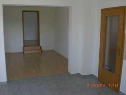 helle und freundliche, in 2018 renovierte 3-Zimmer-Hochparterre-Wohnung in Maxhütte-Haidhof