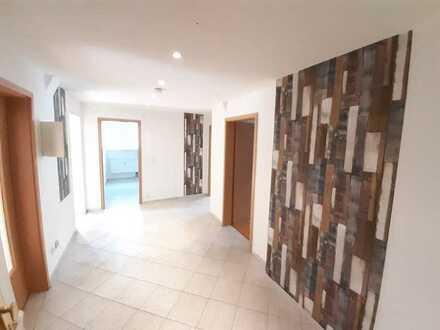 Schöne -Zimmer Wohnung mit großem Balkon