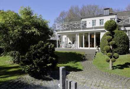 Exklusives Einfamilienhaus in ruhiger Lage mit separat nutzbaren Räumen für Wohnen/Arbeiten