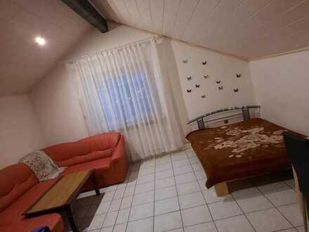 Gepflegte Wohnung mit drei Zimmern sowie Balkon und Einbauküche in Eisenberg