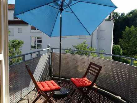 Helle 2-Zimmer-Wohnung mit Einbauküche und Balkon