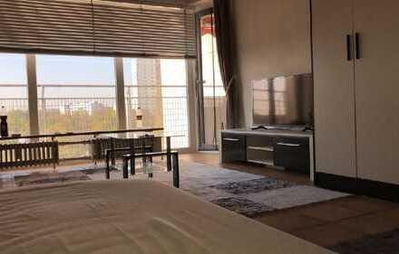 Großes Zimmer mit Balkon in 4er WG