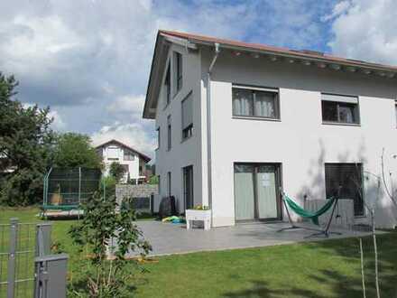 Schönes, geräumiges Haus mit sechs Zimmern in Gilching - Geisenbrunn