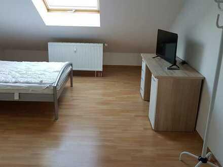 Möblierte DG-Wohnung 2,5 Zimmern und EBK in Oberhausen-Rheinhausen