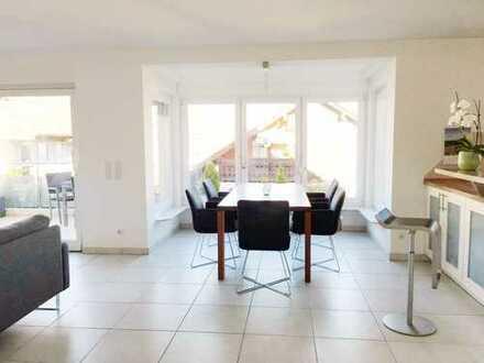 Nähe Rathausmarkt: Moderne, helle 4-Zimmer-Wohnung mit Balkon und EBK in Waldbronn