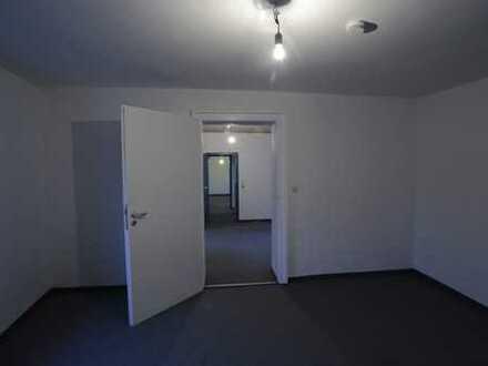 4-Zimmer-Büro/Praxis in kleinem Rückgebäude