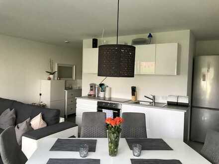 Neuwertige 2-Raum-Wohnung mit Balkon und Einbauküche in Zimmern