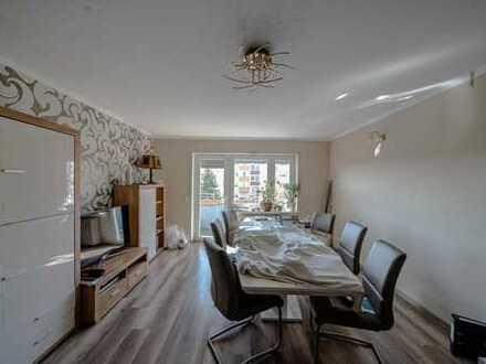 Frei! Gut aufgeteilte Wohnung mit zwei Balkonen in ruhiger Lage