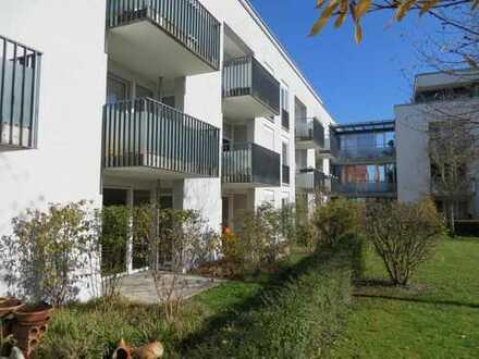 Wunderschön geschnittene, großzügige 2-Zimmerwohnung mit kleinem Garten