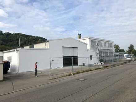 Gewerbehalle mit Büro und Sanitärräumen
