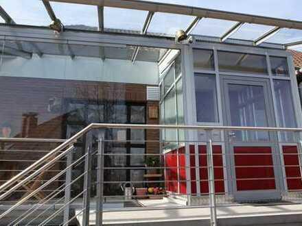 Schöne, hochwertig renovierte 3-Zimmer Wohnung mit überdachtem Balkon in guter und ruhiger Wohnlage