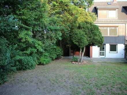 Seltene Gelegenheit: Renoviertes Reihenendhaus in Bremen Horn-Lehe mit großem Garten