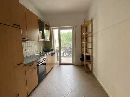 Helle, neuwertige 2-Zimmer-Wohnung mit Terrasse und Einbauküche