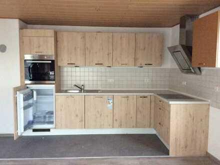 Neu renovierte, lichtdurchflutete 4-Zimmer-Wohnung mit Bad/WC auf zwei Ebenen in Schwarzenfeld