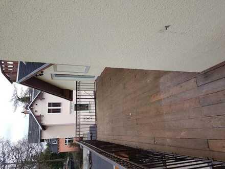 Suche ab sofort Nachmieter für 2 Zimmer (25 und 12 qm) in 2er-WG in sonniger neu sanierter Wohnung (