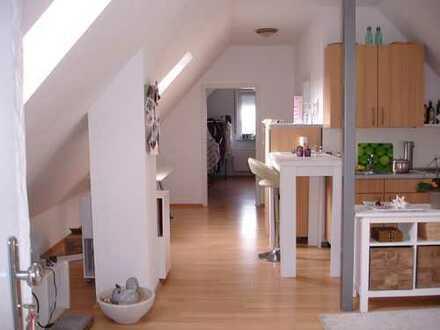 Großzügige helle DG Wohnung 55 m² EBK