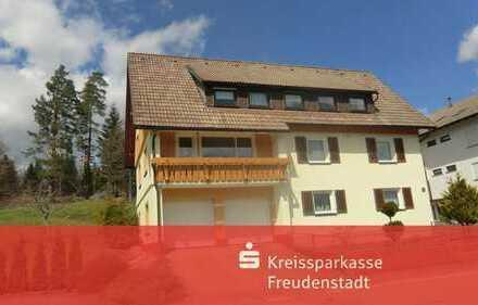 Zweifamilienhaus in Freudenstadt-Kniebis mit wunderschöner Aussicht und sonniger Lage