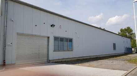 Gewerbehalle auf befestigtem Industriegrundstück... mit ausreichend Parkmöglichkeiten.. zu vermieten
