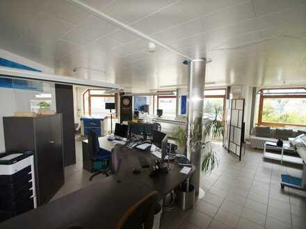 Geschäftsräume / Wohnen möglich – ca. 140 m²/ 5 Stellplätze / ideal für Kapitalanleger