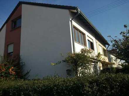 Frei zum 01.03 / möbliertes Zimmer mit Wintergarten im Haus in Tamm, AW 6