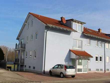 Billigheim-Ingenheim: 2ZKB mit Balkon und Aussenstellplatz