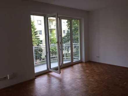 Top renovierte 1-Zimmer-Whg.mit Balkon und sep.Einbauküche in Striesen