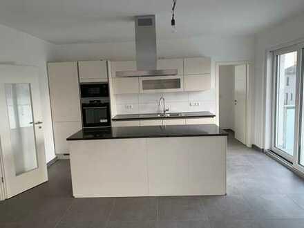 Ansprechende 4-Zimmer-Wohnung mit Balkon und EBK in Ober-Olm