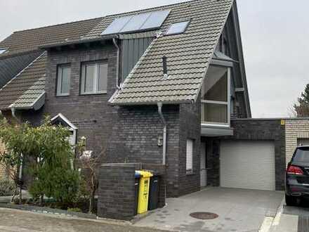 Schönes Haus mit sechs Zimmern in Düsseldorf, Wersten